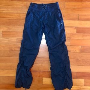 Lululemon Size 6 Navy Relaxed Fit Pant